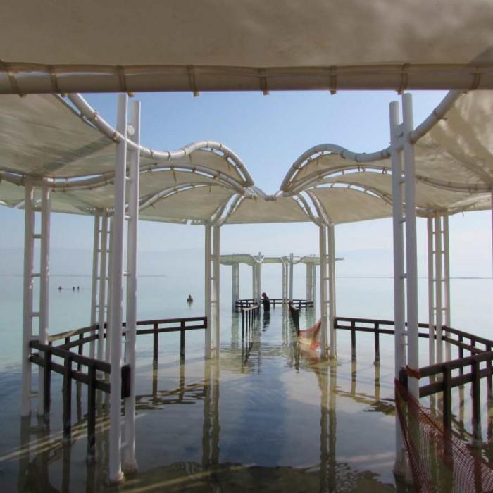 החוף מלון קראון פלאזה ים המלח