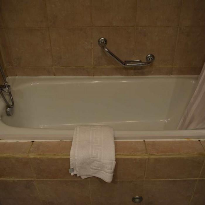 אמבטיה מלון קראון פלאזה ים המלח