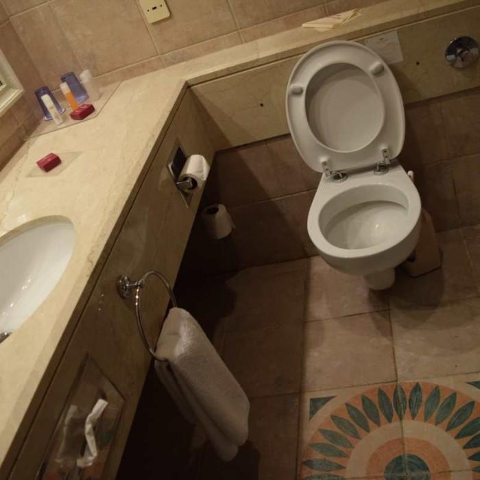 חדר אמבטיה מלון קראון פלאזה ים המלח