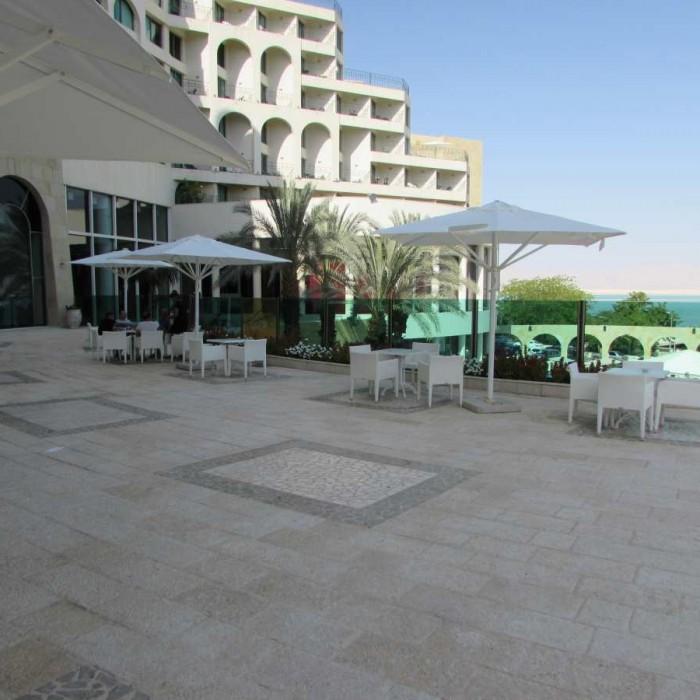 פינת ישיבה חיצונית מלון דניאל ים המלח