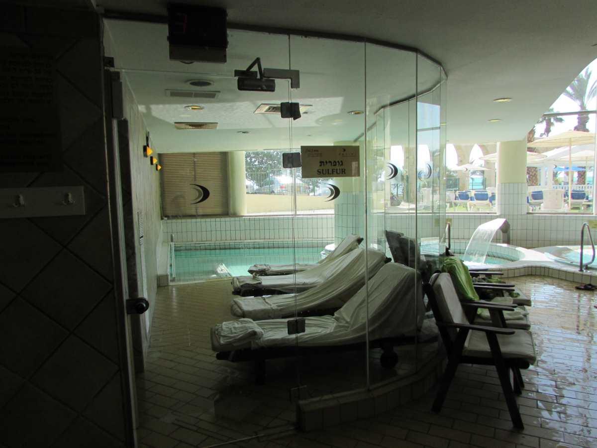 בריכת גופרית בתוספת תשלום ספא מלון דניאל ים המלח