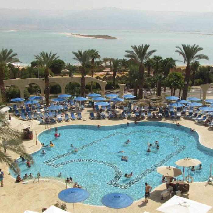 בריכה מלון דניאל ים המלח