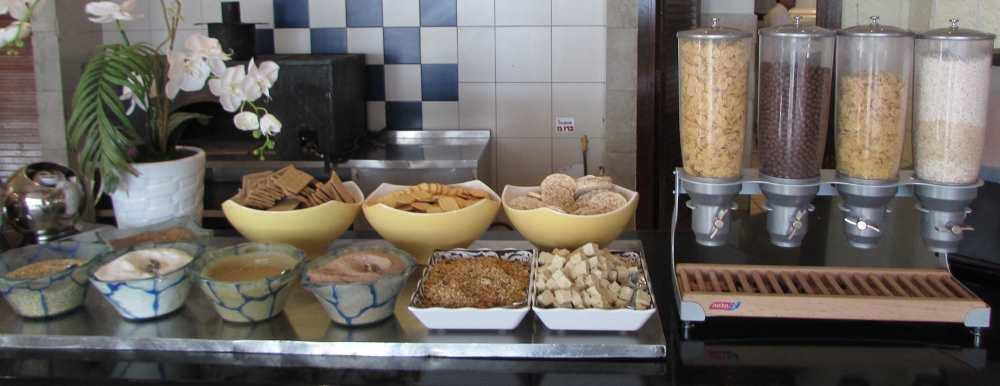 קורנפלקס ופינת בריאות ארוחת בוקר מלון דיוויד ים המלח