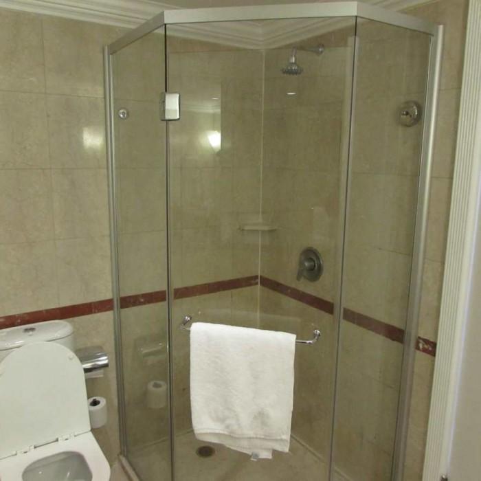 מקלחת מלון דיוויד ים המלח