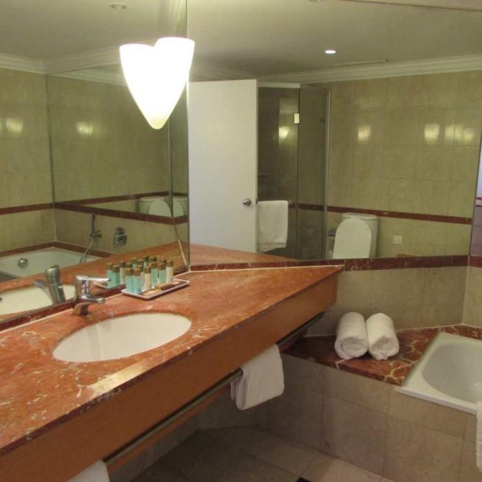חדר האמבטיה מלון דיוויד ים המלח