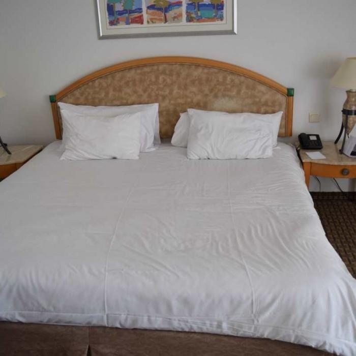 המיטה החדר מלון דיוויד ים המלח