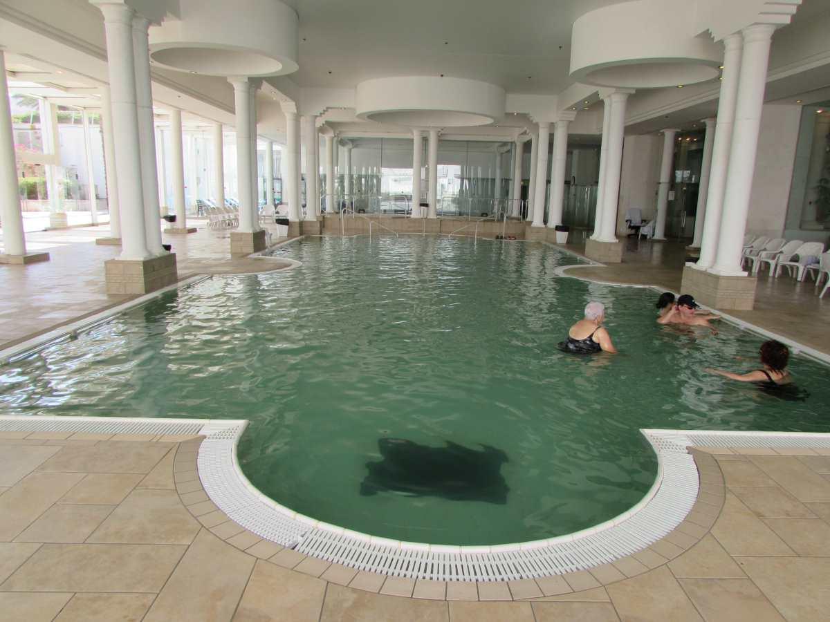 בריכת מי מלח פנימית מלון דיוויד ים המלח