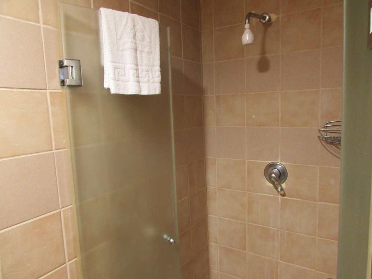 מקלחת אכסניית עין גדי ים המלח