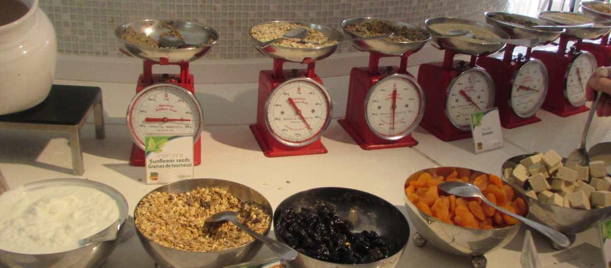 פירות יבשים ארוחת בוקר מלון הרודס ים המלח