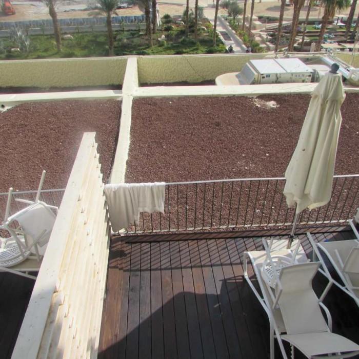 חדר גן מלון הרודס ים המלח