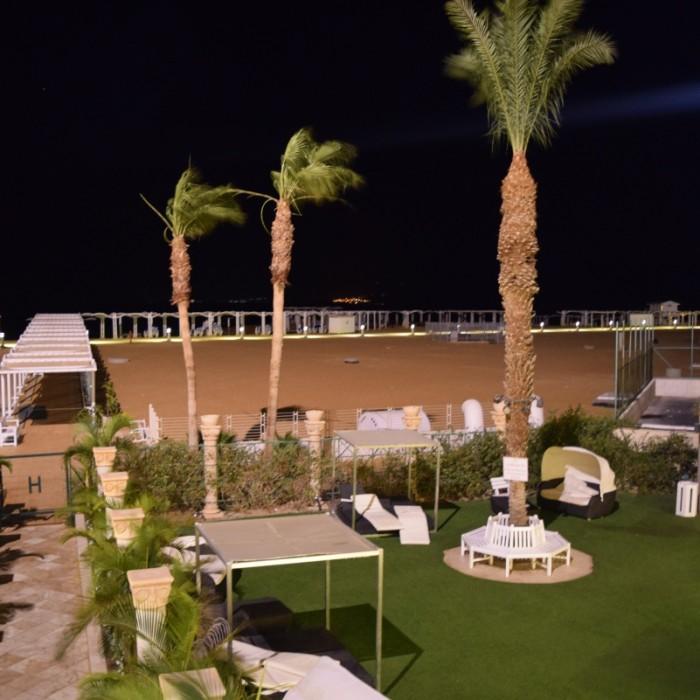 החוף בלילה מלון הוד המדבר ים המלח
