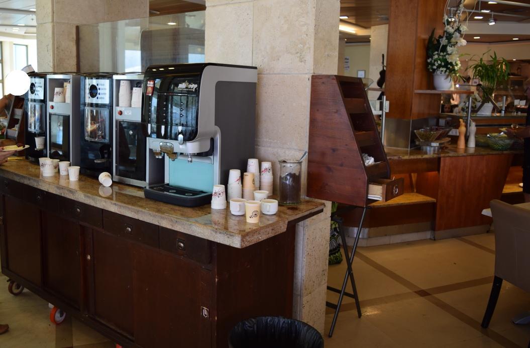 קפה ממכונה ארוחת בוקר מלון הוד המדבר ים המלח