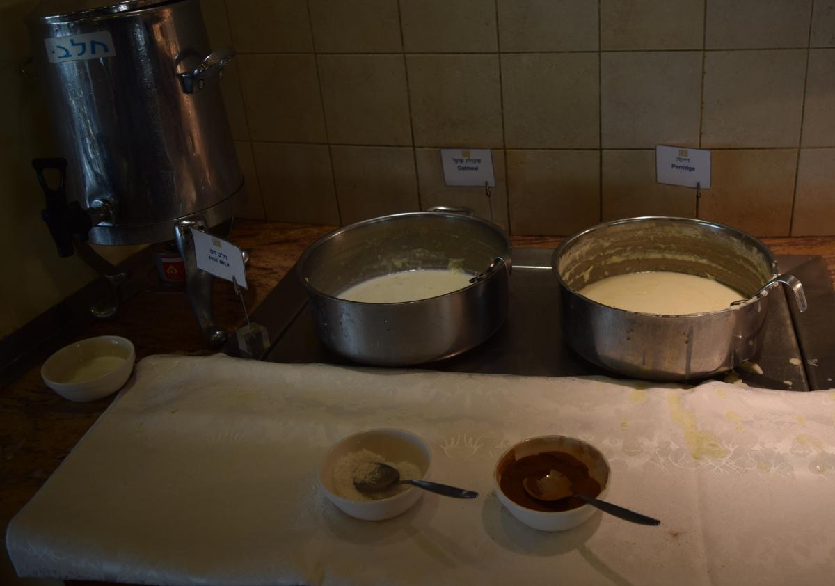 שיבולת שועל ודייסה ארוחת בוקר מלון הוד המדבר ים המלח