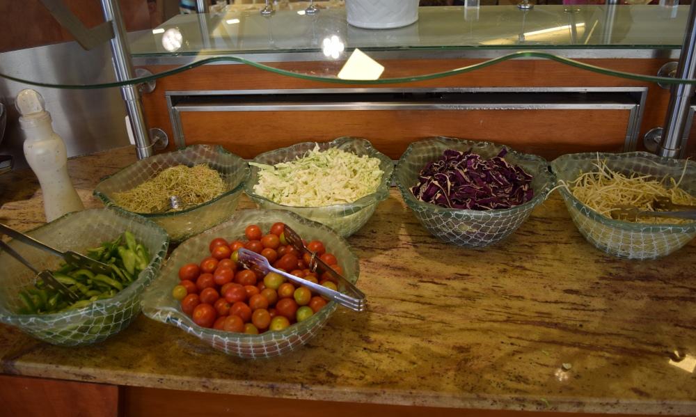 סלטים ללא תיבול ארוחת בוקר מלון הוד המדבר ים המלח