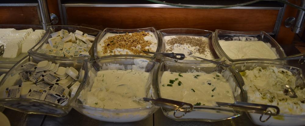 גבינות ארוחת בוקר מלון הוד המדבר ים המלח