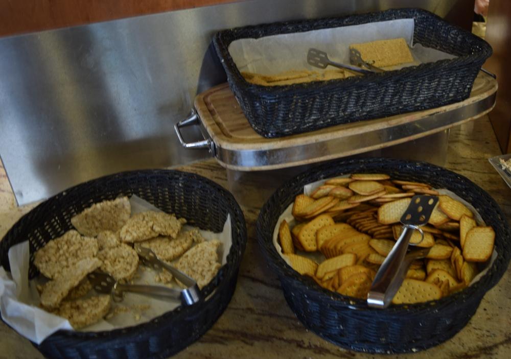 פריכיות, קרקרים ארוחת בוקר מלון הוד המדבר ים המלח