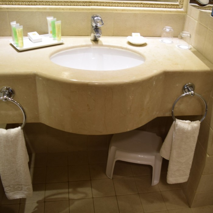 חדר האמבטיה מלון הוד המדבר ים המלח: