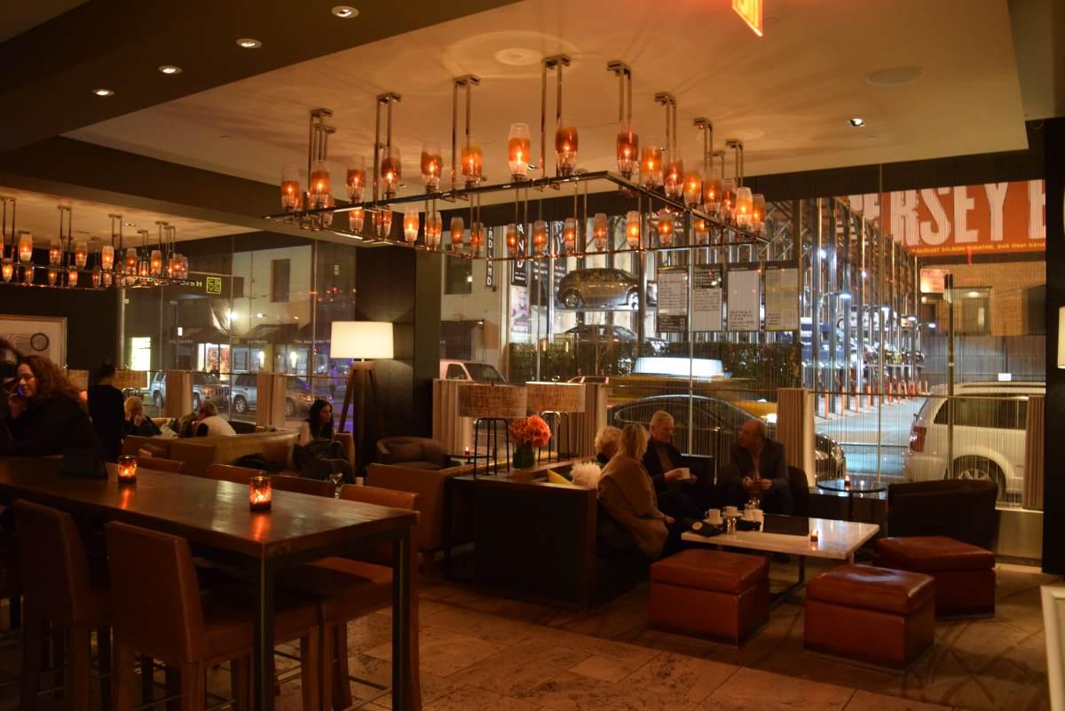 הלובי בלילה מלון אינטרקונטיננטל טיימס סקוור ניו יורק