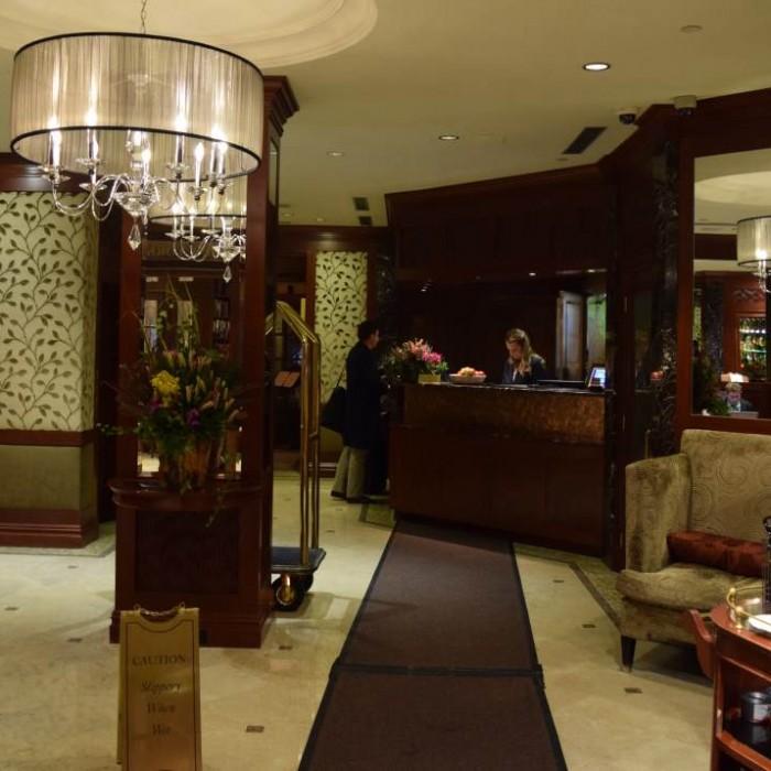 הכניסה והקבלה מלון Iroquois ניו יורק