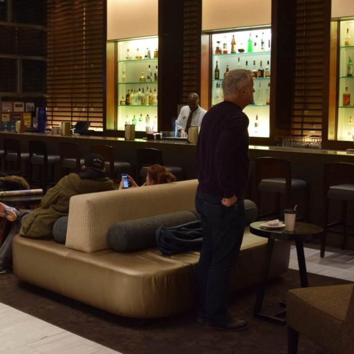לובי ובר מלון שרתון טרבייקה ניו יורק