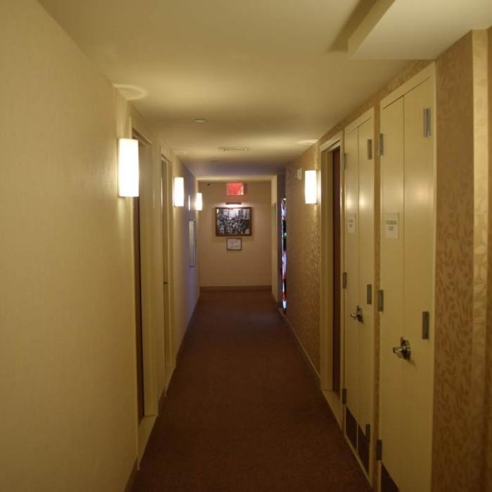 מסדרון בקומת החדרים מלון שרתון טרבייקה ניו יורק