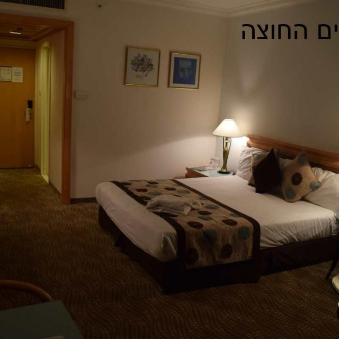 החדר בלילה מלון ישרוטל ים המלח