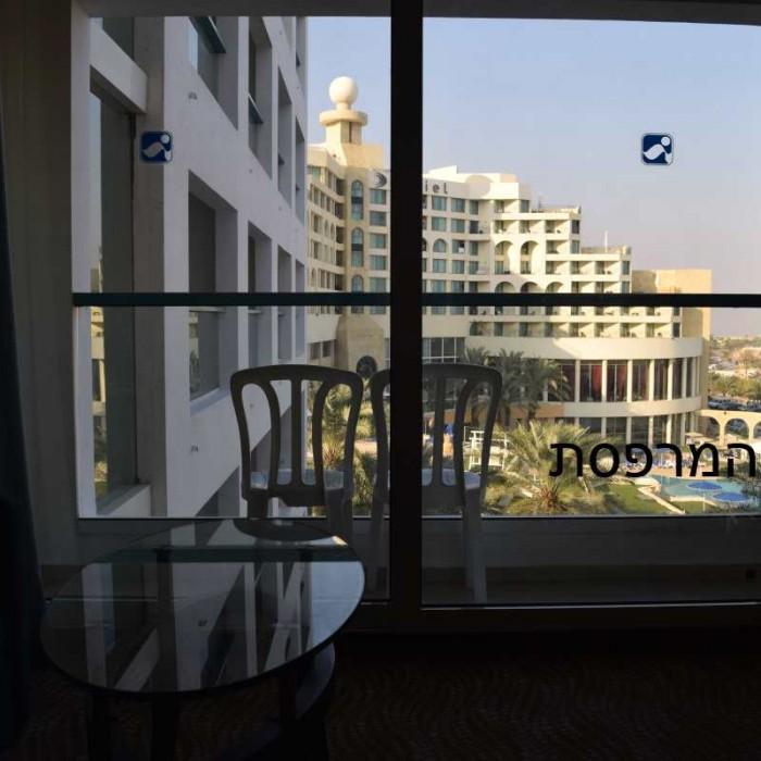 המרפסת מלון ישרוטל ים המלח