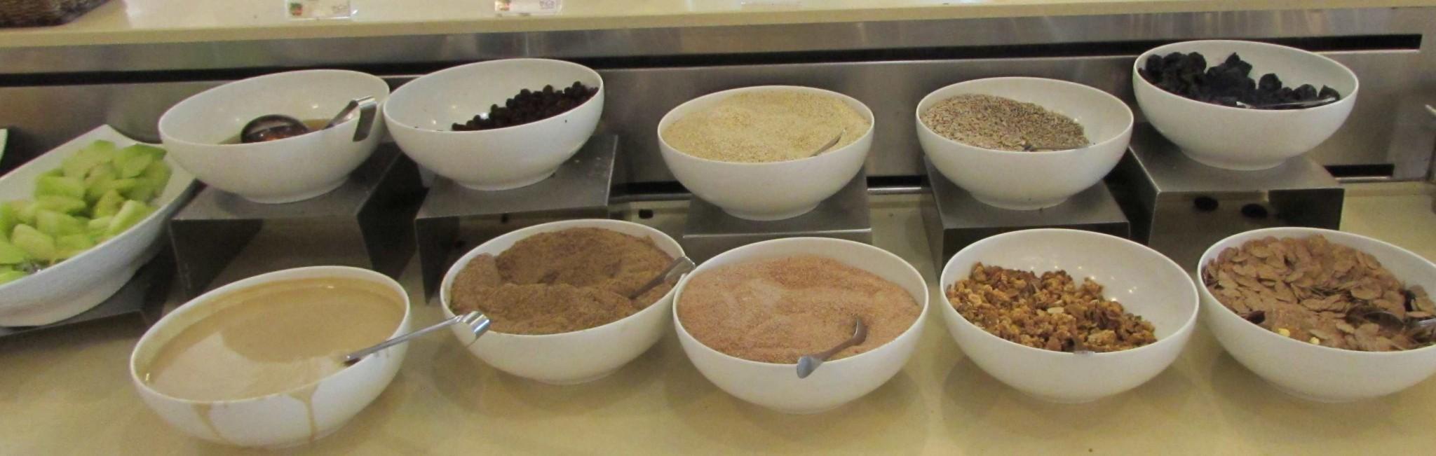קורנפלקס, פירות יבשים ארוחת בוקר מלון לאונרדו קלאב ים המלח