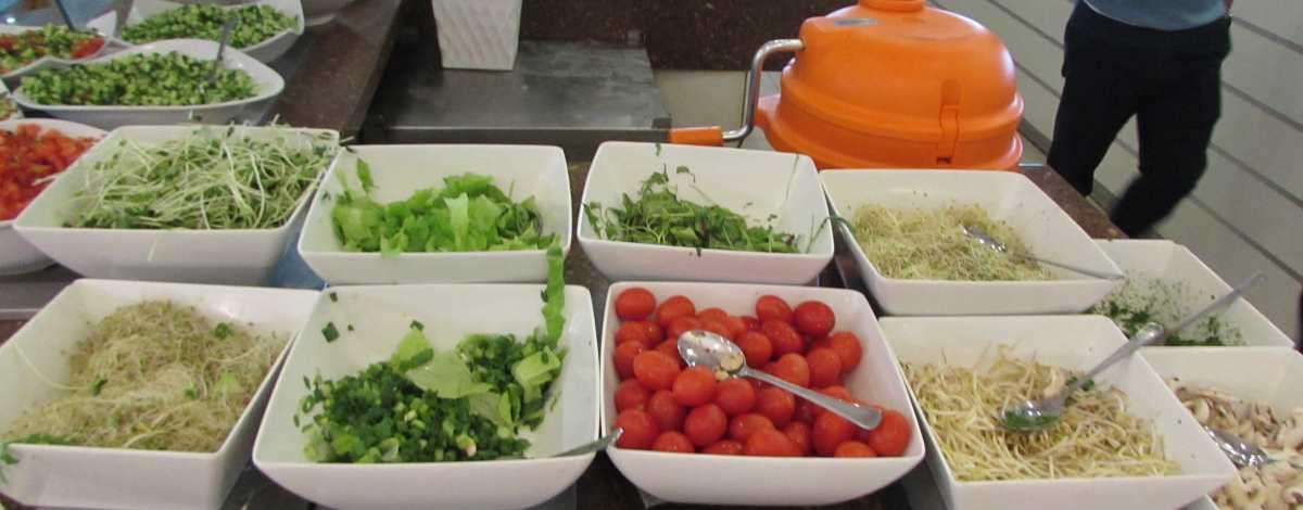 סלטים ארוחת בוקר מלון לאונרדו קלאב ים המלח