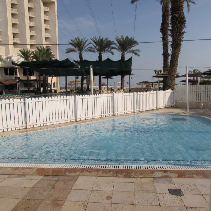 בריכת פעוטות מלון לאונרדו קלאב ים המלח