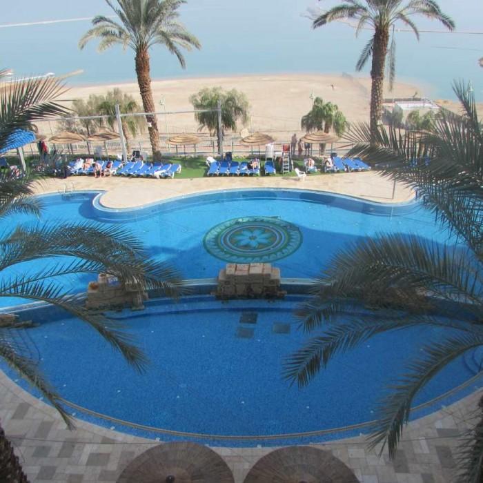 הבריכה מלון לאונרדו פריוילג' ים המלח