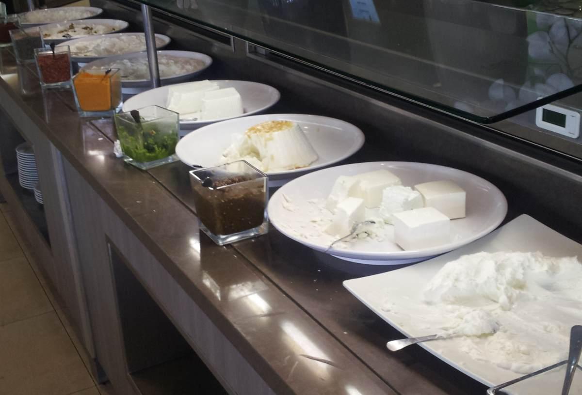 גבינות ארוחת בוקר מלון מג'יק פאלאס אילת
