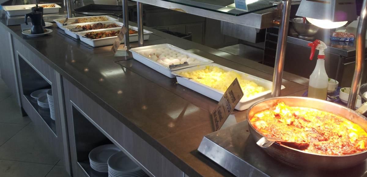 """שקשוקה ודברים """"כבדים"""" ארוחת בוקר מלון מג'יק פאלאס אילת"""