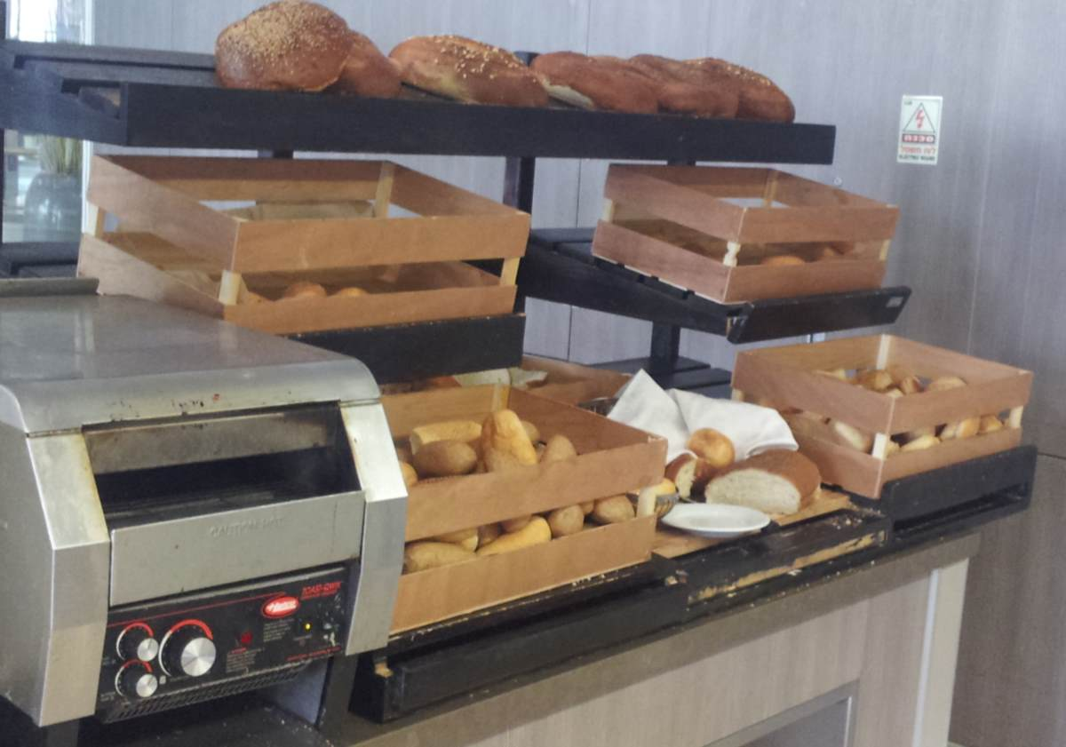 לחם ארוחת בוקר מלון מג'יק פאלאס אילת