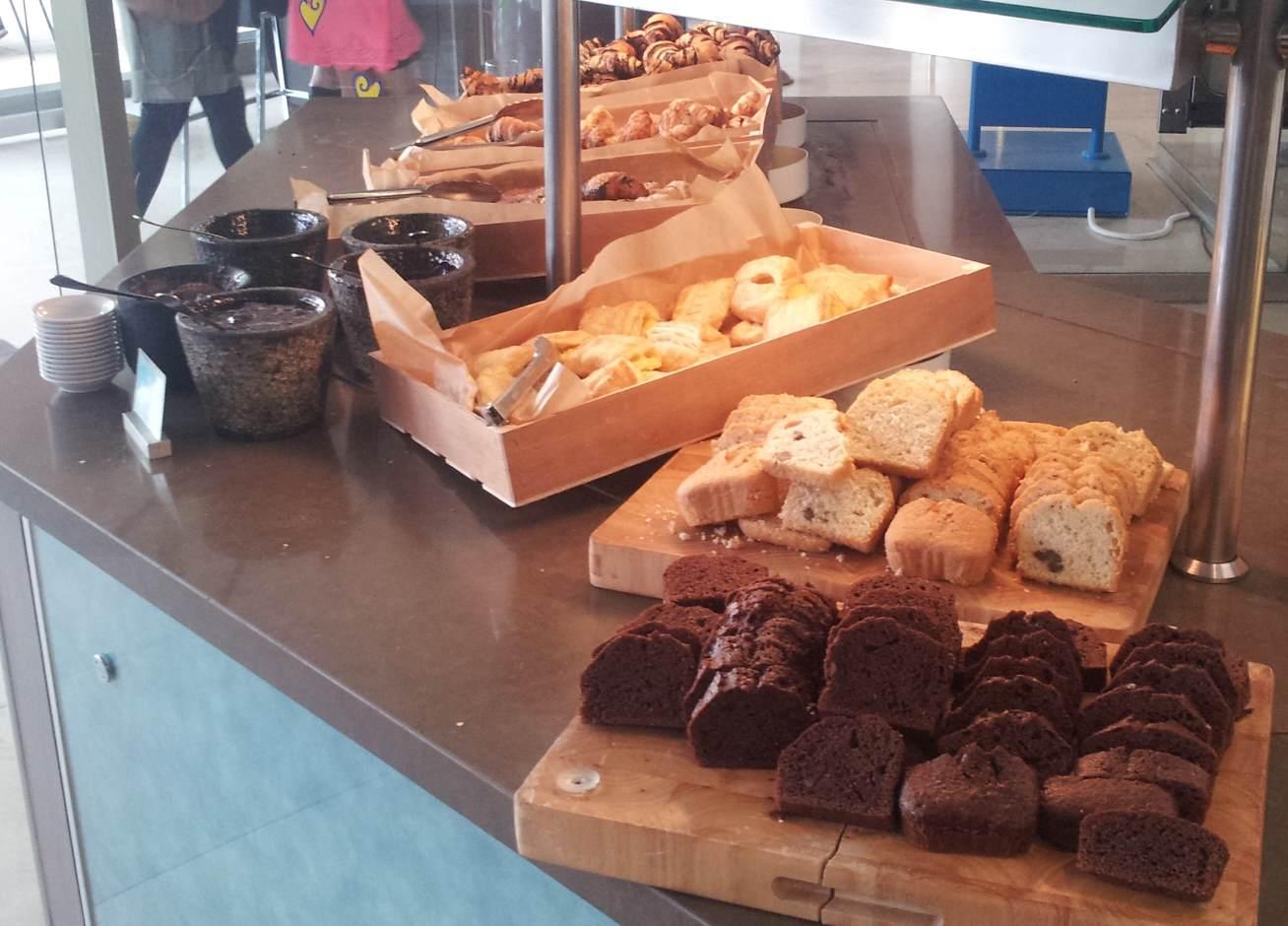 עוגות ומאפים ארוחת בוקר מלון מג'יק פאלאס אילת