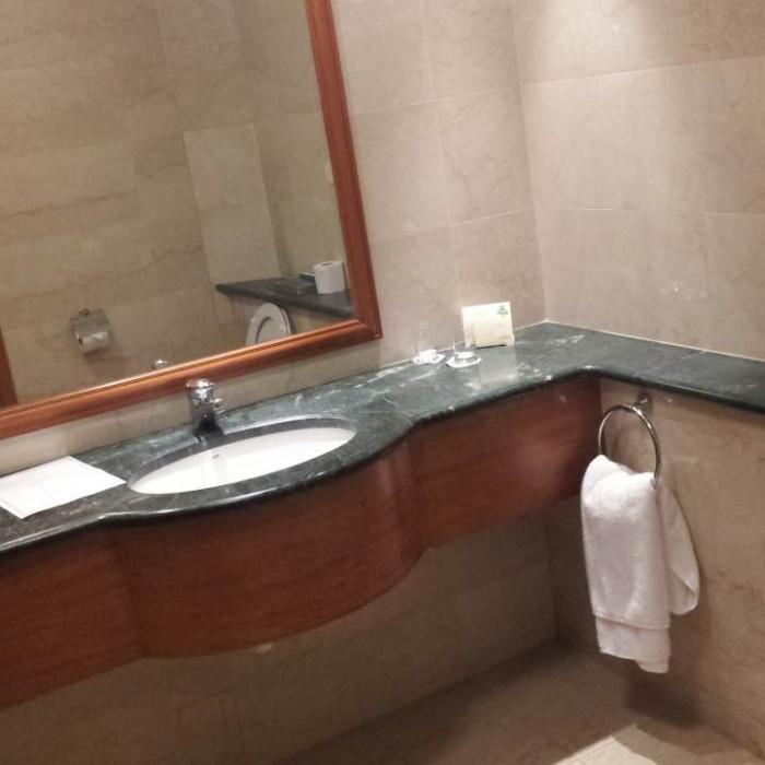 חדר האמבטיה מלון מג'יק פאלאס אילת