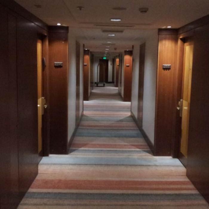 מסדרון בקומת החדרים מלון מג'יק פאלאס אילת