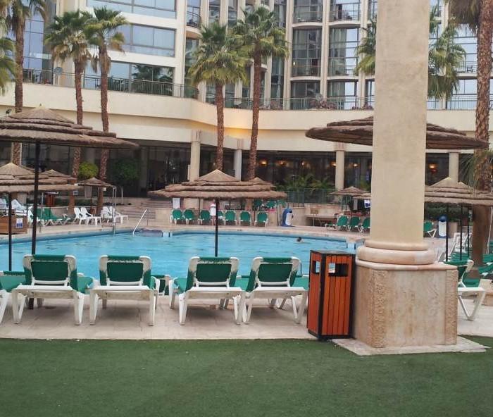 הבריכה מלון מג'יק פאלאס אילת