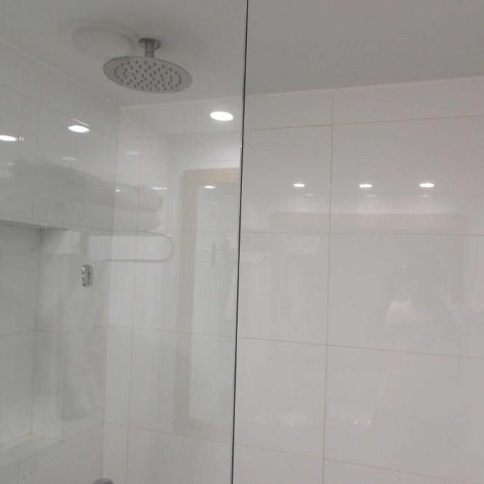 מקלחת מלון אואזיס ים המלח