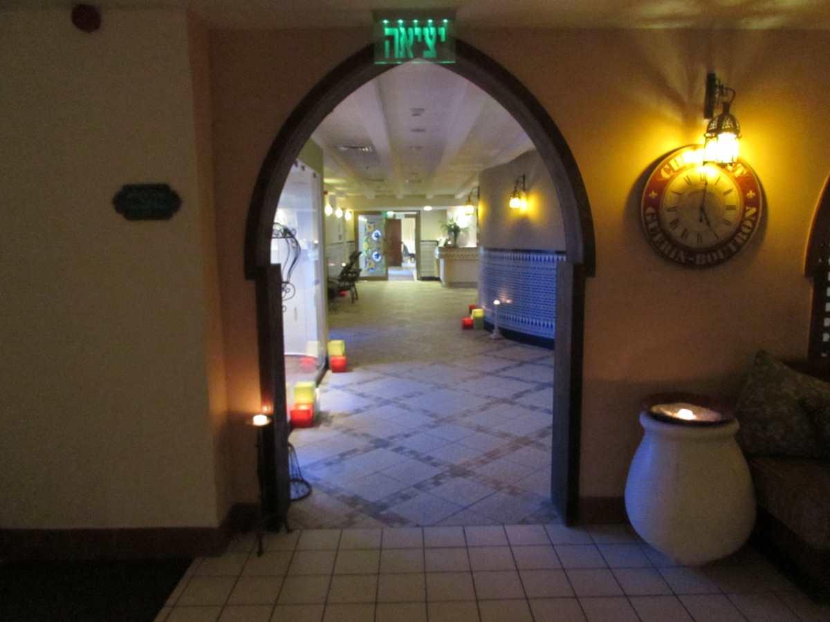 הכניסה לספא מלון אואזיס ים המלח