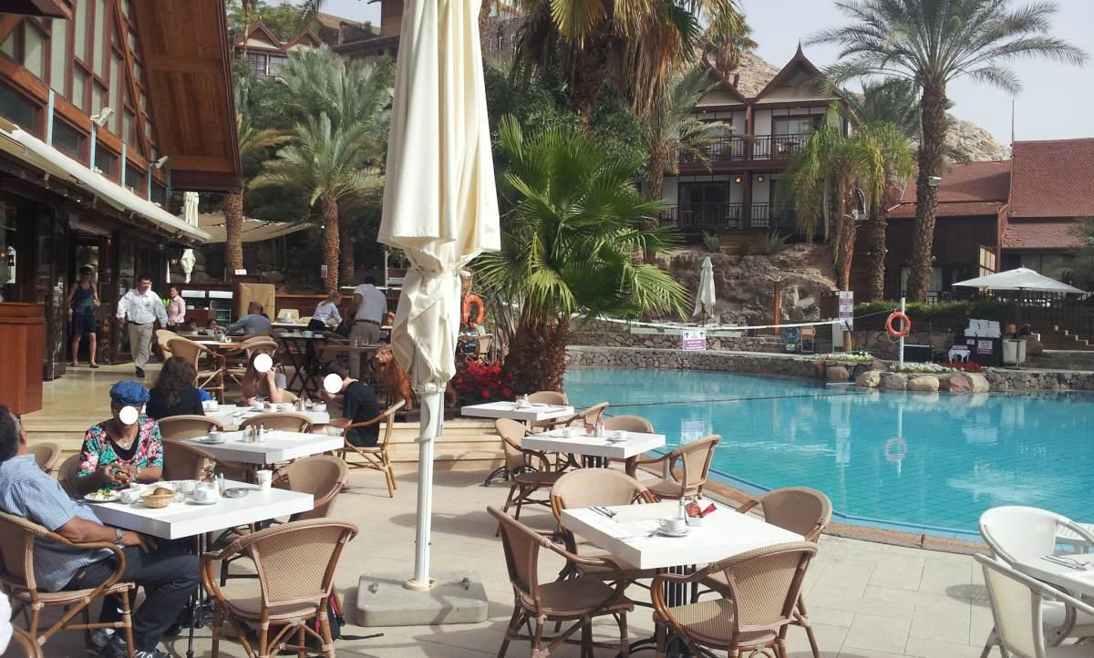 ניתן לשבת על הבריכה מלון אורכידאה אילת