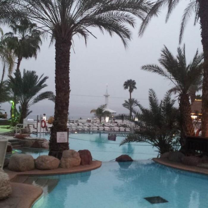 הבריכה, מבט בכיוון החוף מלון אורכידאה אילת