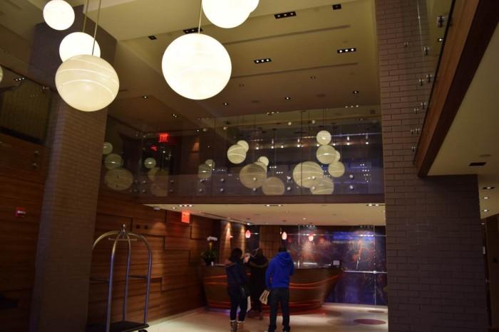 הכניסה למלון הפנינה ניו יורק