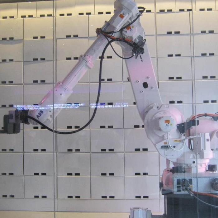 הרובוט שמאחסן את החפצים מלון יוטל ניו יורק
