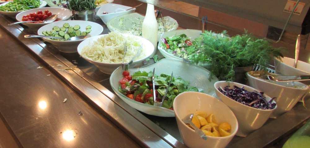 סלטים ארוחת בוקר מלון אסטרל סי סייד אילת