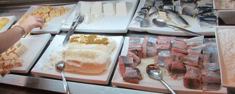 גבינות ודגים ארוחת בוקר מלון אסטרל סי סייד אילת