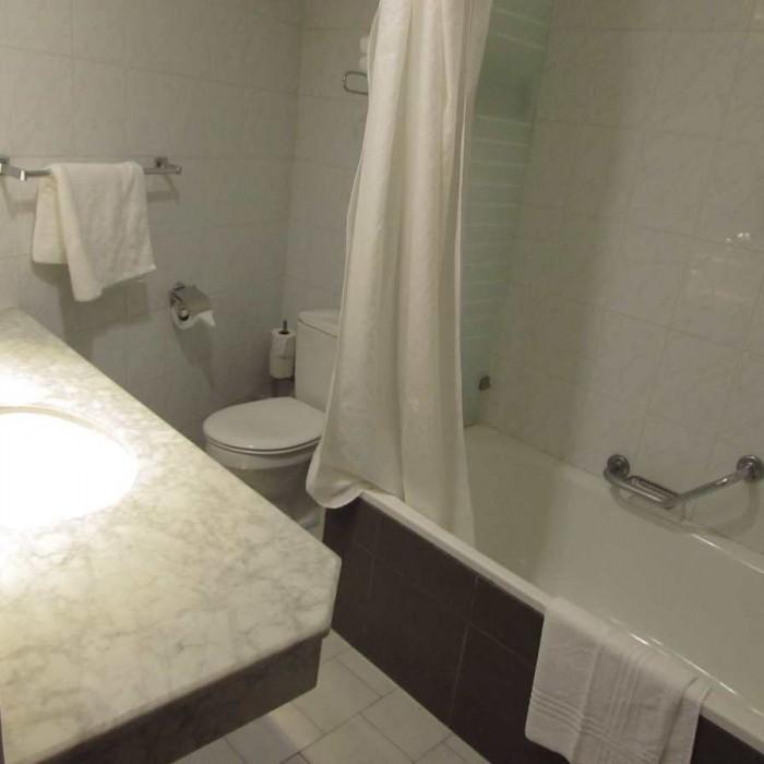 חדר האמבטיה החדר אסטרל סי סייד אילת