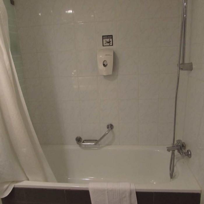 האמבטיה החדר אסטרל סי סייד אילת