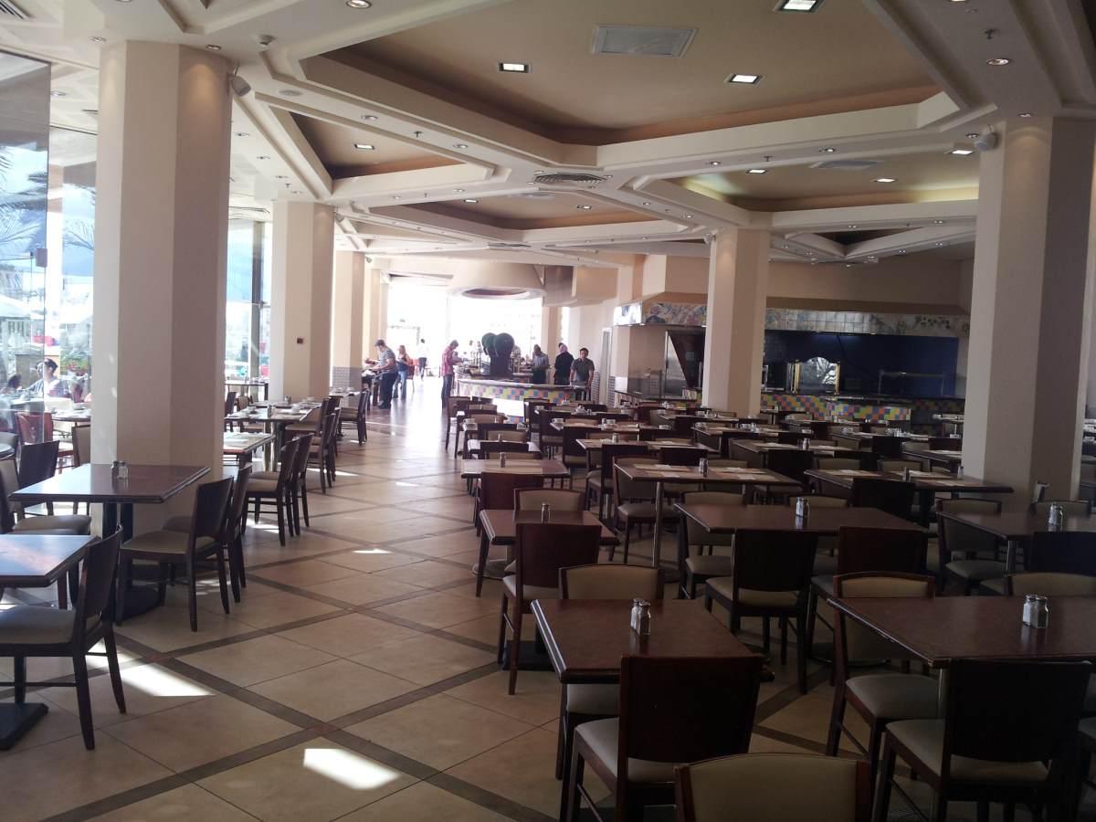 חדר האוכל ארוחת בוקר מלון קראון פלאזה אילת
