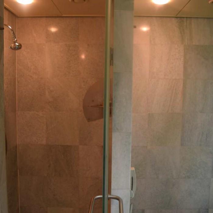 מקלחת החדר מלון דן אילת